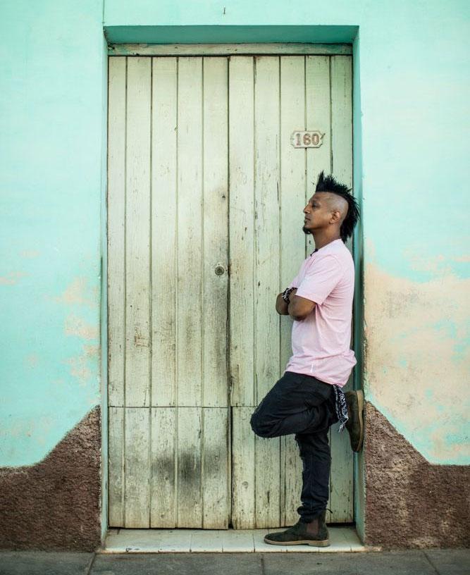 Ravidrums-at-the-door